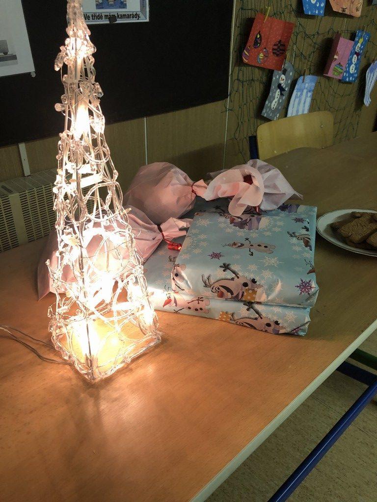 vánoce oslava ve škole
